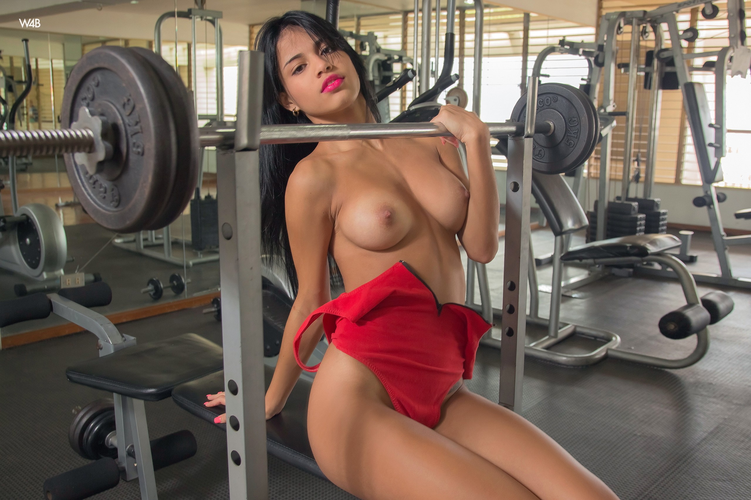 sexy-girl-thats-gyms-naked